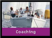 Segelboot mit zwei Personen. Der Link des Bildes führt zum Bereich Coaching.